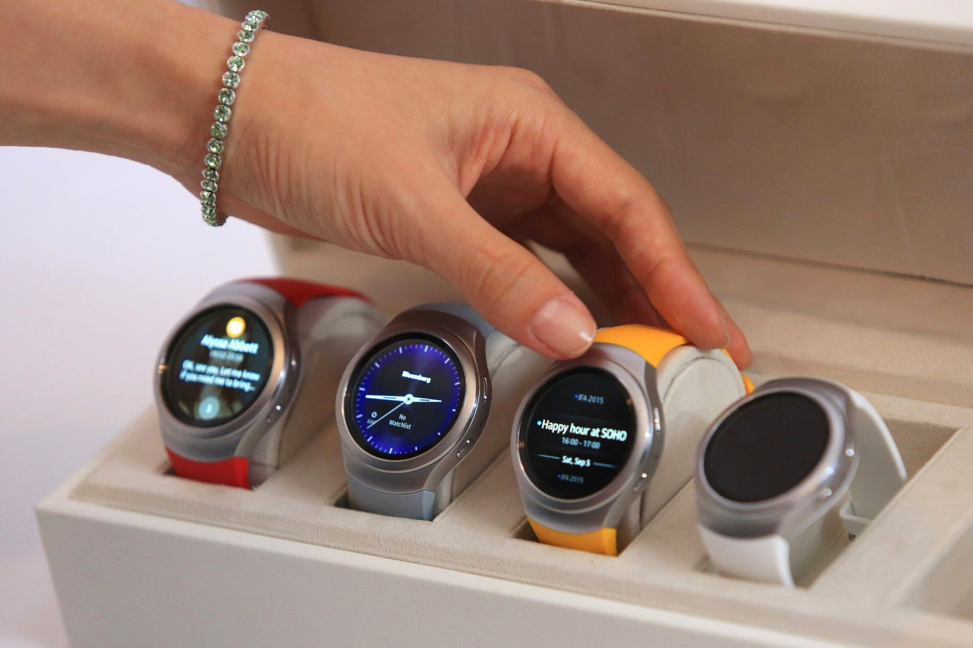 Samsung Pay won't arrive on the Gear S2 until next year