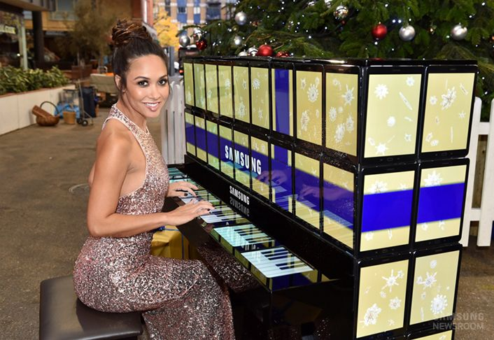 World's first upright piano made entirely of Samsung tablets spreads cheer in London