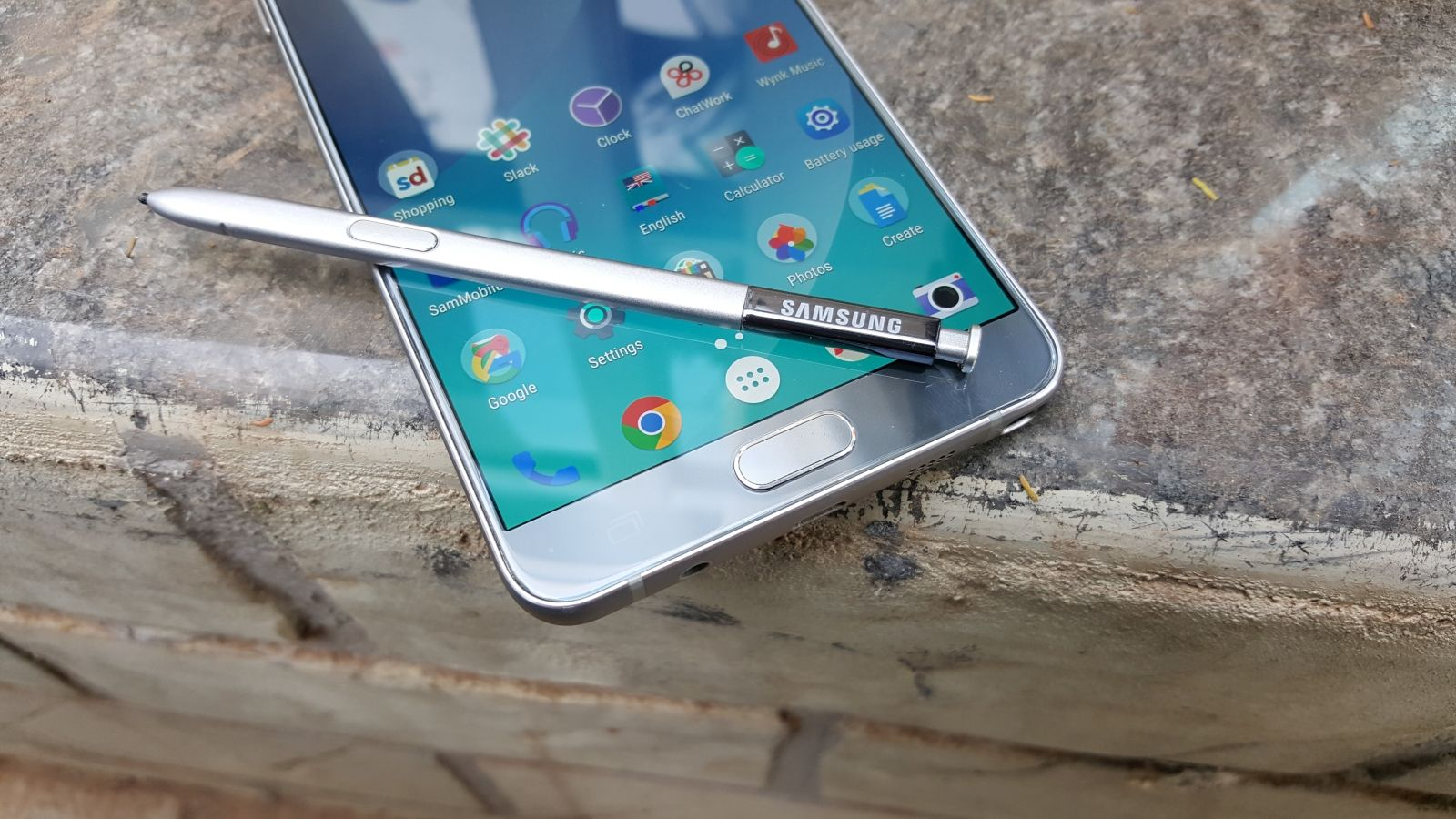 Samsung launches a 128GB Galaxy Note 5 Winter Edition in South Korea