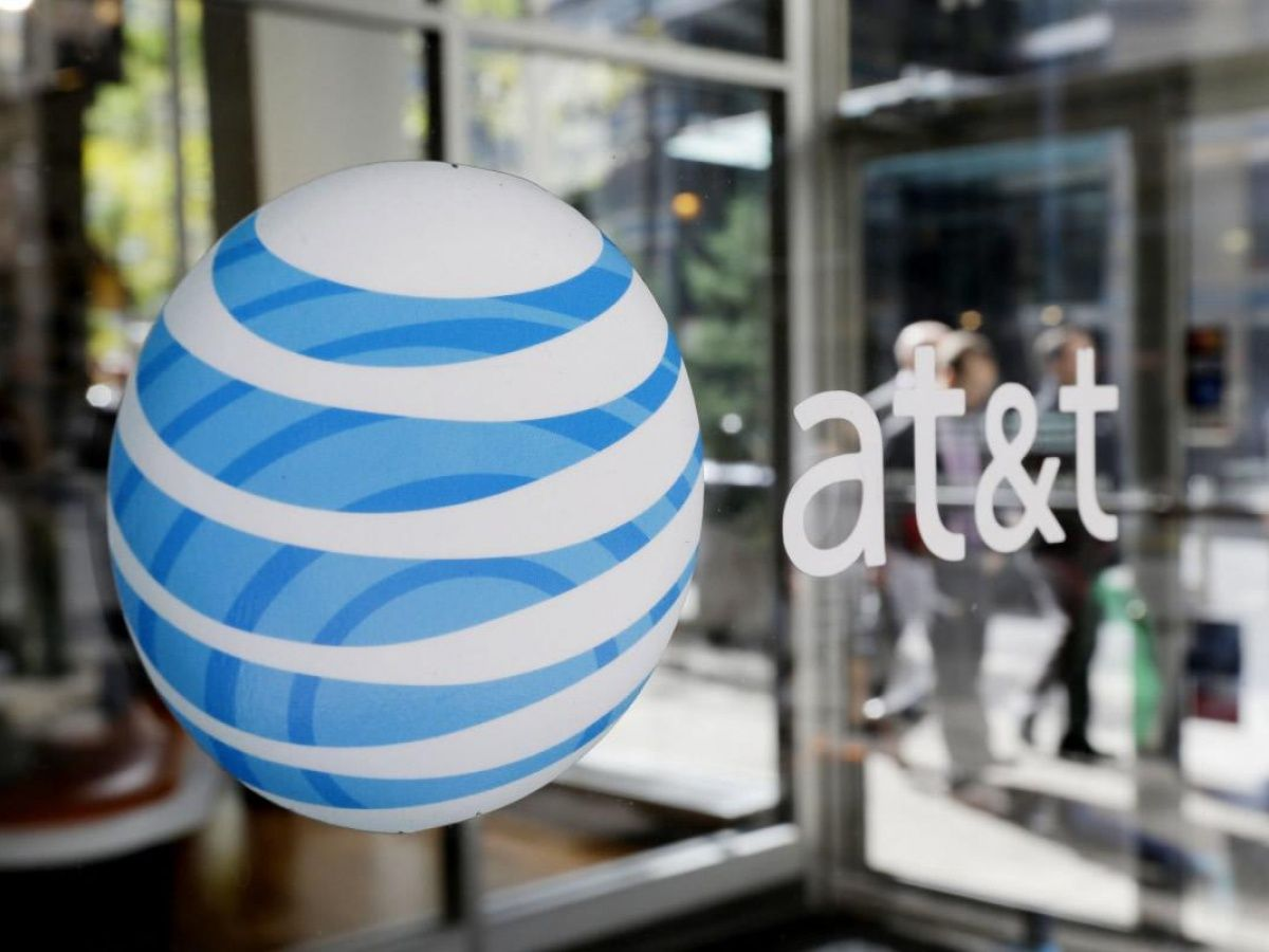 AT&T's new promotion offers customers Samsung devices for free