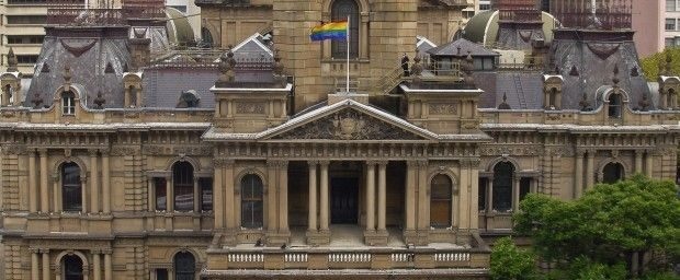 WP Sydney Town Hall Rainbow Flag pic by Paul Patterson 2010 620x256