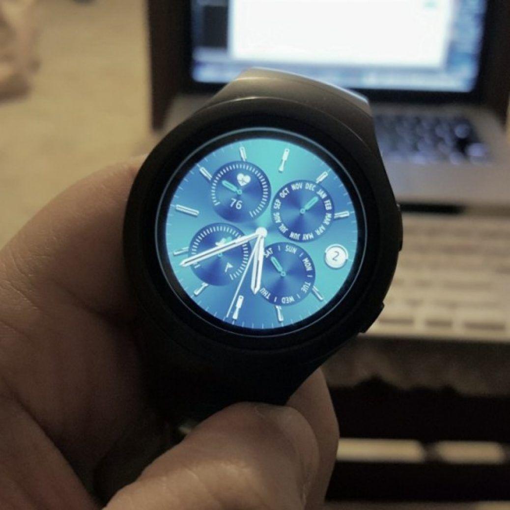 Gear S2 watch face up close e1451775164318