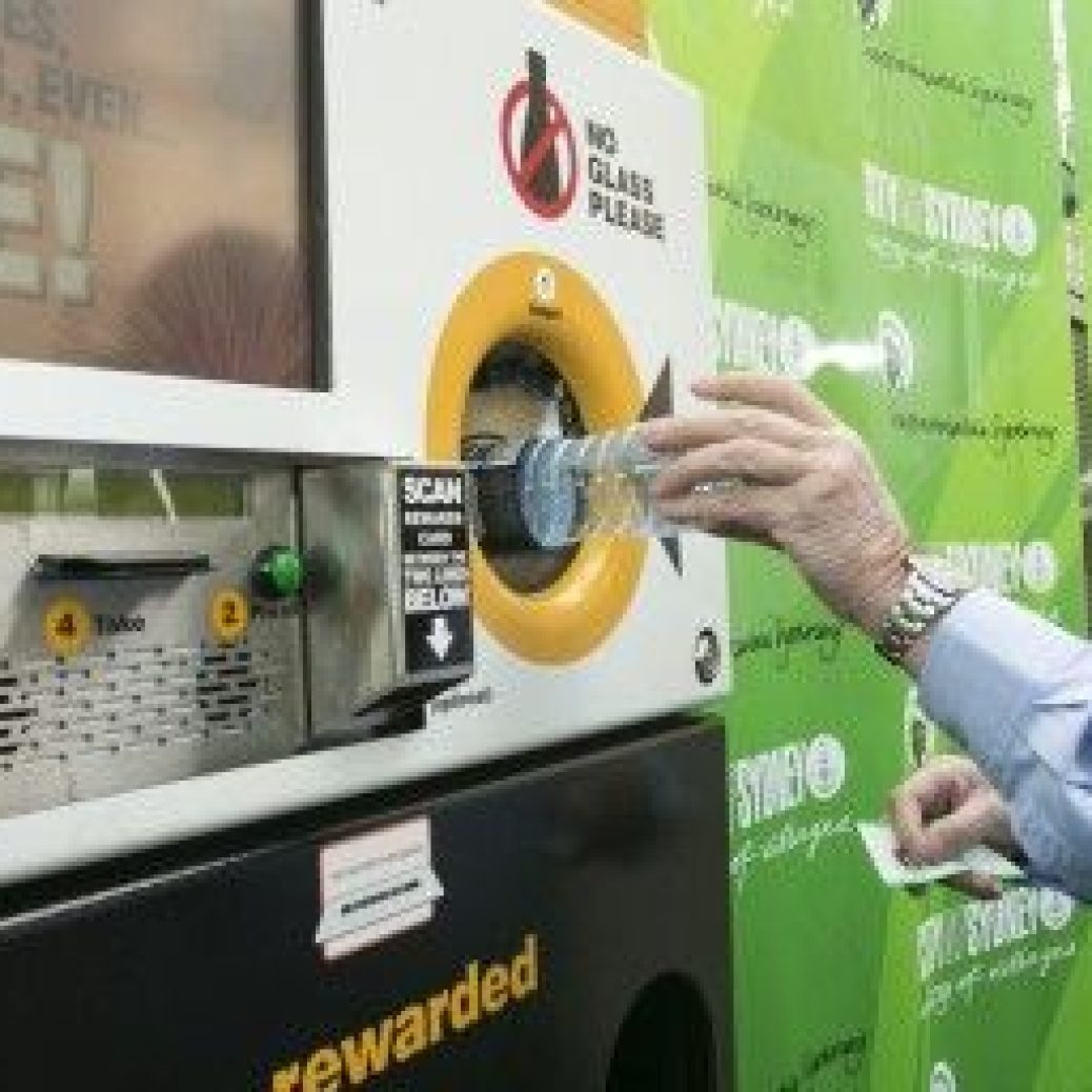 Clean Up Australias Ian Kiernan using the Citys reverse vending machines 620x256