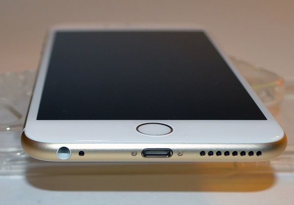 Replace iPhone 6s Plus Charging Port in Broadway