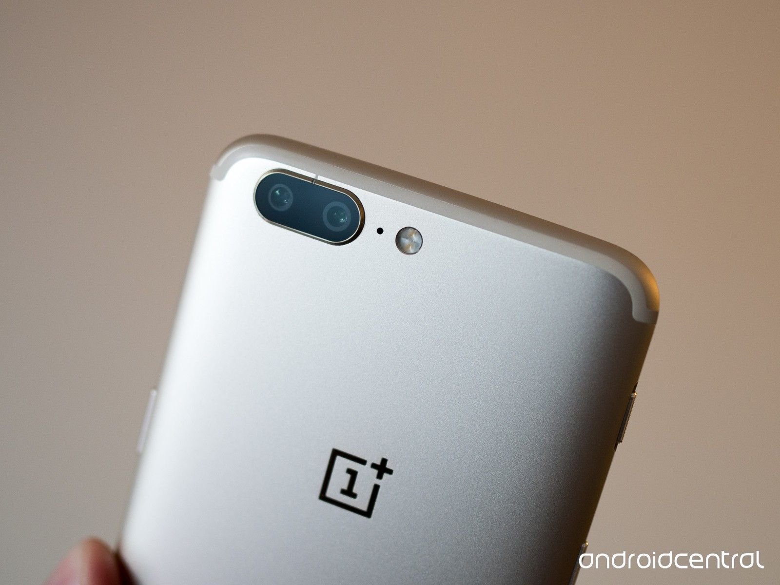 oneplus-5-soft-gold-2