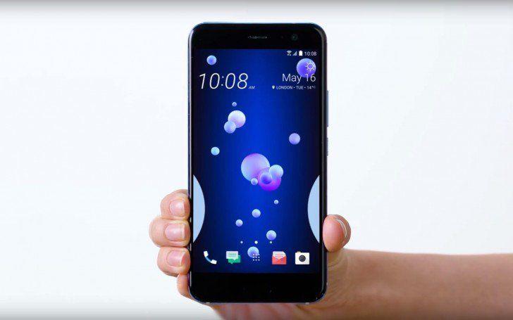 Holding-the-HTC-U11