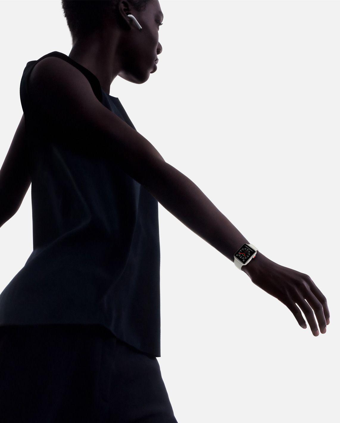 watch_series_3_walking_wristshot