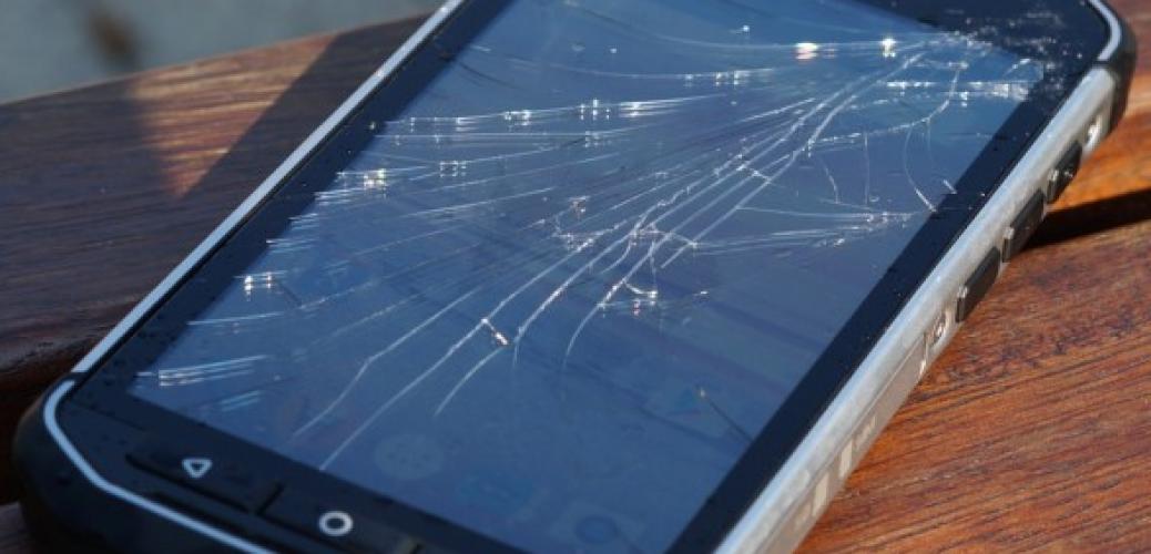 broken-CAT-S41-Smartphone-Screen