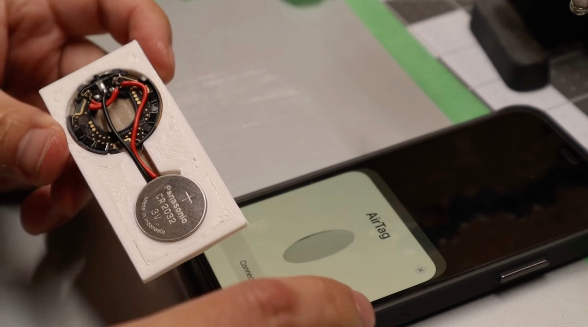 ❤ User rebuilds AirTag as a thinner card that fits into wallets